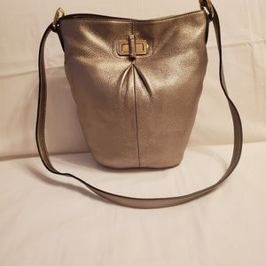 B. Makowsky Pebble Leather Bucket crossbody Bag